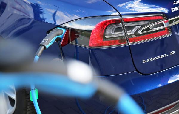 特斯拉Model S过保,整组换电池,价格吓退车主